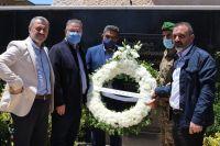 وضع اكليل من الزهور على النصب التذكاري في بلدة العديسة